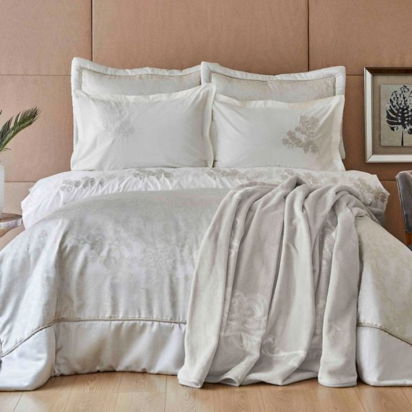 купить Постельное белье с покрывалом и пледом Karaca Home-Jessica silver Белый|Серый фото